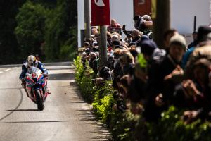 Hickman wins red-flagged Isle of Man TT Superbike opener