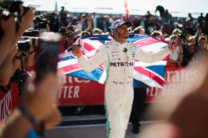 Hamilton ready to 'get in the ring' over new F1 contract