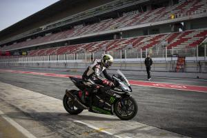 Rea, Lowes get to grips with Circuit de Catalunya