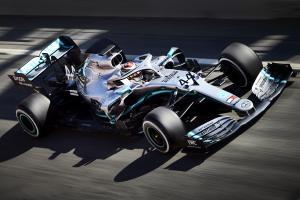 Hamilton left unimpressed with Pirelli's 2019 F1 tyres