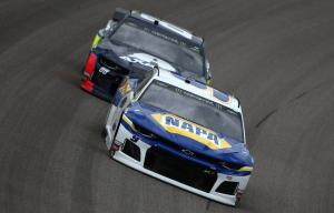 Elliott outlasts Harvick for Kansas stage 2 win
