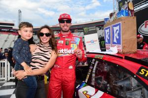Kyle Busch out-duels older brother Kurt for Bristol win