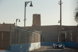 Sims on pole, Mercedes 2-3 for Diriyah Formula E opener