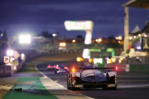 #7 Toyota reclaims lead as night falls at Le Mans