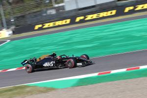 "Magnussen found qualifying crash ""quite embarrassing"""