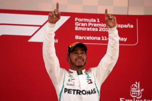 Hamilton dominates Spanish GP as tyre struggles cost Ferrari