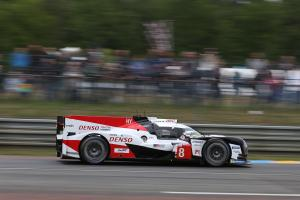 Buemi pulls clear in opening hour at Le Mans