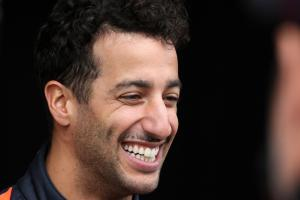 Ricciardo makes first Renault F1 appearance