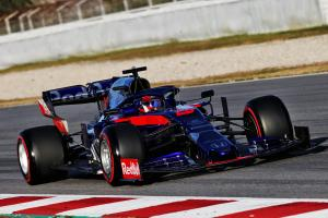 "Toro Rosso's Kvyat not ""balls out"" on fastest lap of F1 test"