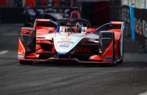 Wehrlein beats Rowland to Paris Formula E pole