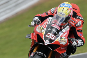 Brookes quickest in damp Oulton warm-up
