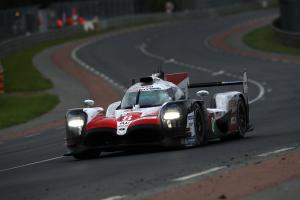 Alonso pulls clear in Toyota Le Mans fight