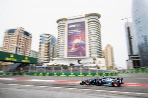 Albon claims maiden F2 win in chaotic Baku feature race