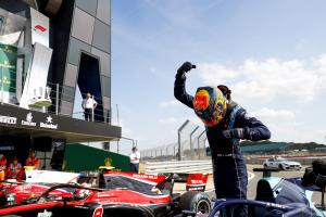 Albon beats Russell to claim second F2 win of 2018