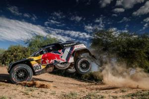 Sainz closes in on Dakar victory as Peterhansel crashes