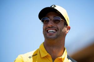 "Ricciardo ""growing in confidence"" after tough start at Renault"