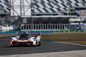 Castroneves paces Daytona FP2, Alonso hits the track