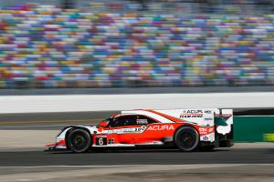 Montoya leads Acura 1-2 after opening hour of Rolex 24