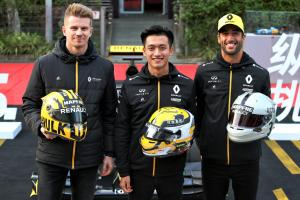 Renault drivers reveal retro helmets for F1's 1000th race