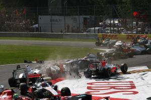 11.09.2011- Race, Crash, Vitantonio Liuzzi (ITA), HRT Formula One Team, Nico Rosberg (GER), Mercedes
