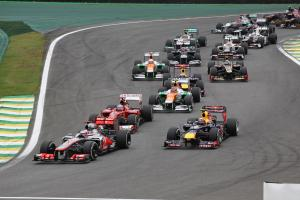 25.11.2012- Race, Start of the race, Jenson Button (GBR) McLaren Mercedes MP4-27 and Mark Webber (AU
