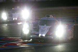 Le Mans 24 Hours: 8 Hours - #7 Toyota leads as darkness falls