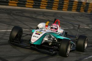 Kunimoto soars to Macau victory.