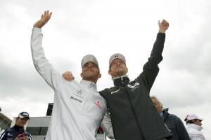 Hamilton, Button welcome Silverstone F1 deal