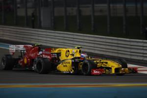 Race, Vitaly Petrov (RUS), Renault F1 Team, R30 and Fernando Alonso (ESP), Scuderia Ferrari, F10