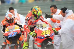 Stoner and Rossi after crash, Spanish MotoGP 2011