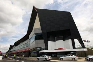 Silverstone wing praised, despite pit-lane 'concerns'