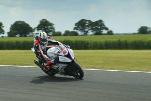 Hickman leads from Ray at Thruxton