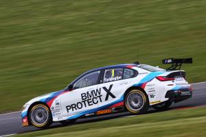 Turkington clinches first pole for new 3 Series