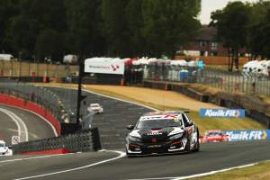 Cammish wins Brands opener after Butcher puncture