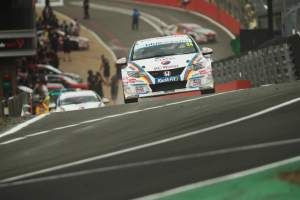 Hill quickest ahead of Chilton in opening practice