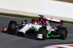 Raikkonen tops second day, Mercedes hits trouble