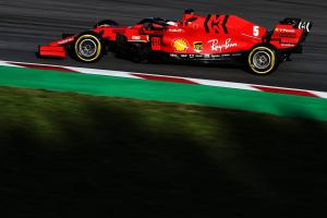 Vettel teases Ferrari's pace as Hamilton breaks down