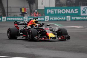 Ricciardo snatches Mexican GP pole from Verstappen