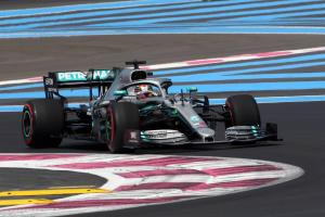 Hamilton takes comfortable French GP win as Mercedes' streak continues