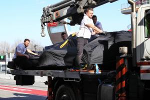 Mercedes engine issue curtails Hamilton's F1 test