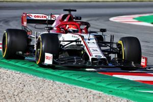 Kubica fastest, Vettel spins as second F1 test begins