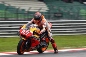 Marquez 'suffers' physically, 'more worried' technically