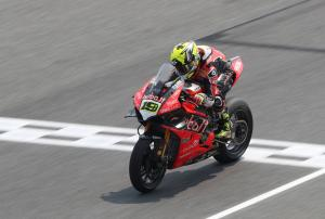 Bautista bolts clear early at Aragon