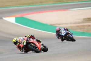Lowes halves Bautista's advantage in FP2