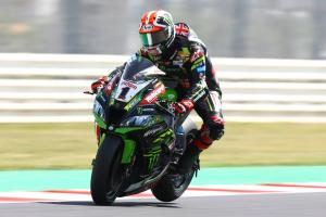 Rea fends off Bautista as rain disappears