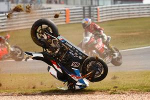 British rivals sympathise with Sykes after red flag debacle
