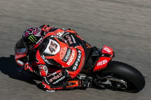 Redding sweeps Friday practice at Estoril to up pressure on Rea