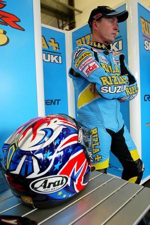 Rizla Suzuki improves for 2004.