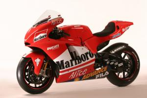 Shell Advance ready for Ducati's 2004 challenge.