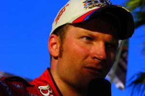 Gordon drafts fastest in Daytona thriller.